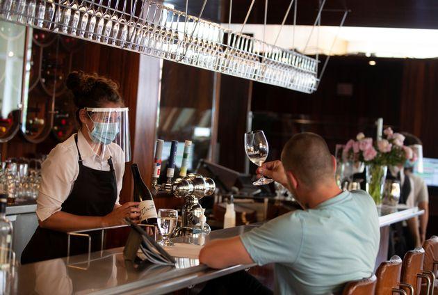 Dès le 1er octobre, les restaurants ne pourront plus accueillir de clients dans leur salle à...