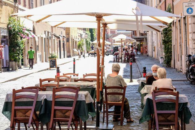 Ristoranti di Roma in mano alla camorra, 13 arresti. Soldi anche al figlio di Gigi D