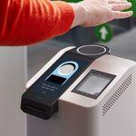 Amazon One: Το νέο σύστημα πληρωμής που σαρώνει τις φλέβες στις