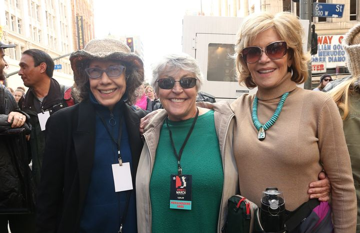 """Helen Reddy (center) with """"Grace and Frankie"""" stars Lily Tomlin and Jane Fonda at the 2017 Women's March in Los Angeles."""