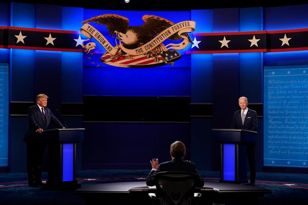 Donald TrumP y Joe Biden durante el debate electoral de este