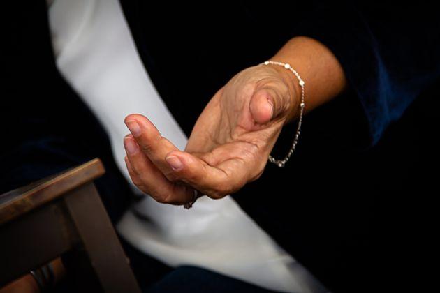 Detalle de la mano durante la