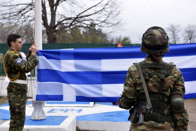 Φωτογραφία αρχείο - Έπαρση της ελληνικής σημαίας στις Καστανιές