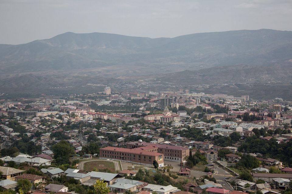 Une vue aérienne de Stepanakert, la capitale du Nagorny Karabakh, le 29 septembre