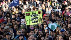 Changement climatique: des jeunes poursuivent le gouvernement