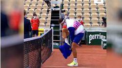 Dimitrov a eu plus de mal à enlever son pantalon qu'à rejoindre le 3e tour de Roland