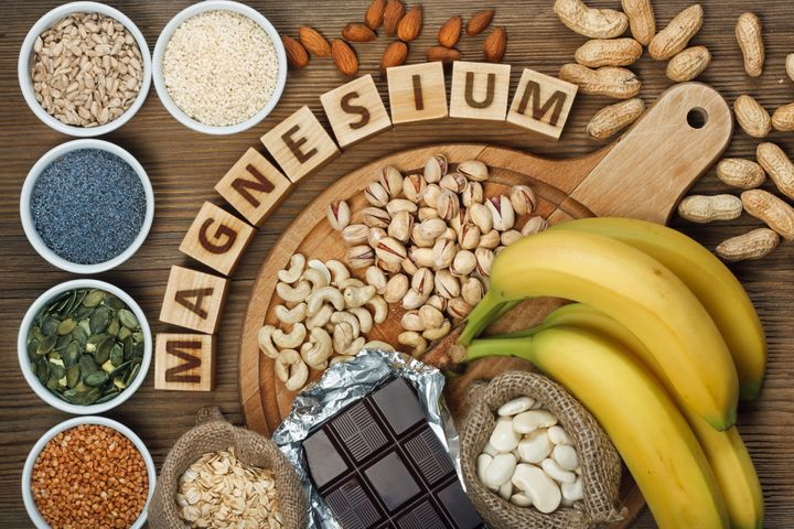 Foods that contain magnesium include bananas, pumpkin seeds, blue poppy seed, cashew nuts, beans, almonds, sunflower seeds, oatmeal, buckwheat, peanuts, pistachios, dark chocolate and sesame seeds.