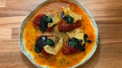 Pimientos del piquillo rellenos de pulpo y camarones con salsa de