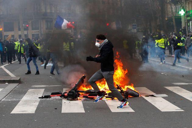 Manifestación en París de los chalecos amarillos, en febrero de
