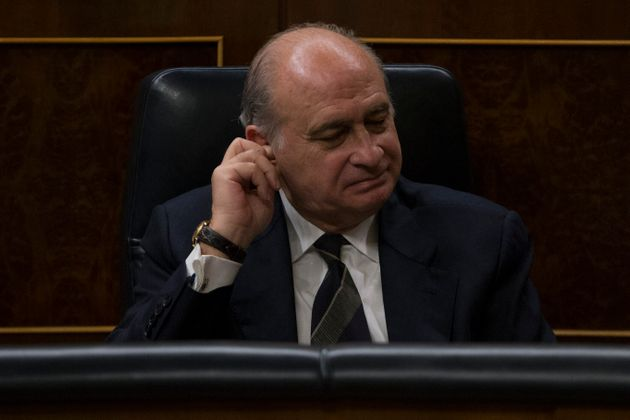 El exministro Jorge Fernández Díaz el 11 de diciembre de 2014 en el Congreso (AP Photo/Andres