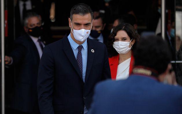 Sánchez y Ayuso, en su reunión en la Puerta del
