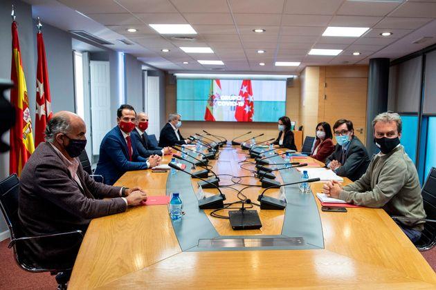 Reunión entre el Gobierno central y la Comunidad de