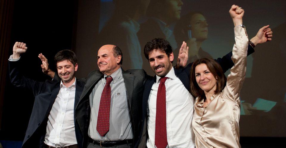 Roma 02/12/2012, nella foto Pier Luigi Bersani saluta i suoi sostenitori al termine del ballottaggio...