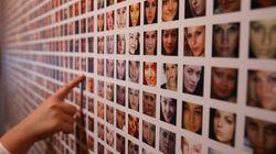 Menacé de poursuites par Darmanin, un artiste italien retire des photos de policiers de son