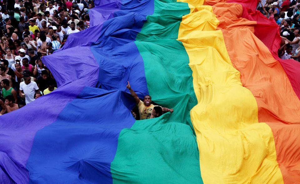 População participa da Parada LGBT do Rio de Janeiro, em
