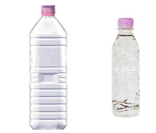 롯데칠성음료의 무라벨 생수(왼쪽)와 서울시 무라벨 아리수. 롯데칠성 제공, 서울시 누리집