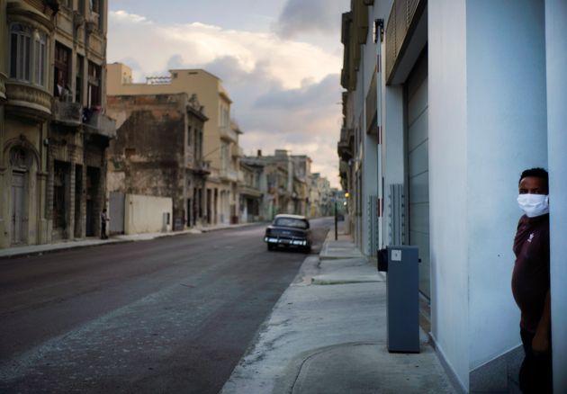 Η Κούβα επέβαλε ένα από τα πιο αυστηρά lockdown παγκοσμίως - Τώρα πληρώνει το