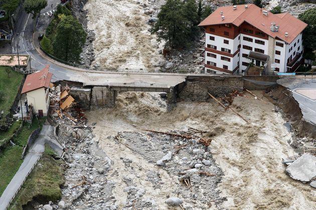 Une vue aérienne de Saint-Martin-Vésubie, commune des Alpes-Maritimes ravagée après...
