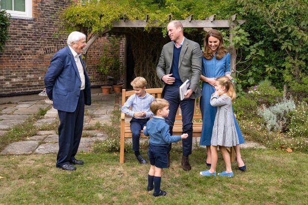 Perché il principe Louis indossa sempre pantaloncini, mentre George può mettere i