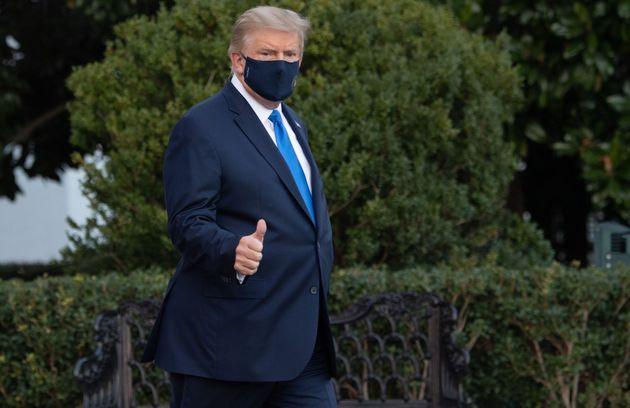 Donald Trump n'est pas sous oxygène et n'a plus de fièvre, annonce son médecin (Photo...