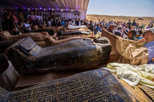 Des sarcophages découverts par la mission archéologique égyptienne, le 3 octobre 2020 à Saqqara (Photo...