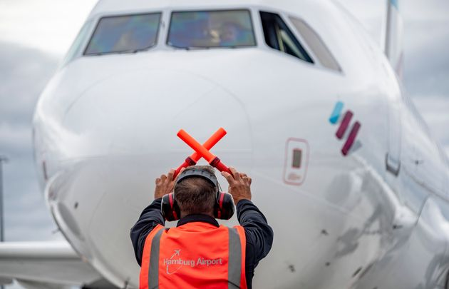 25 September 2020, Hamburg: An Airbus 319 belonging to the airline Eurowings is being briefed by an airport...