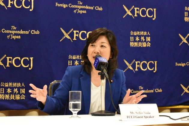 FCCJで会見する野田聖子氏=2020年9月29日