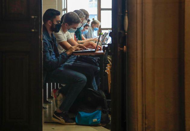 Dans les zones en alerte renforcée et maximale, les universités font devoir limiter à...