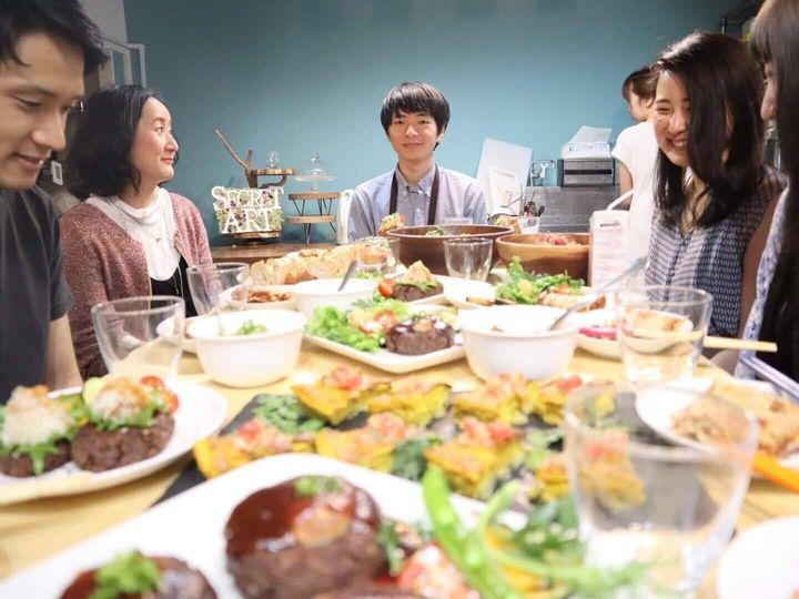 写真中央が、自ら「ヴィーガン起業家」を名乗る株式会社ブイクック代表の工藤柊さん