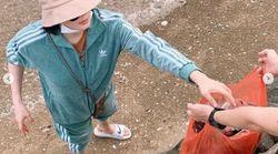바다 쓰레기 수거에 나선 김혜수의 편안한 모습
