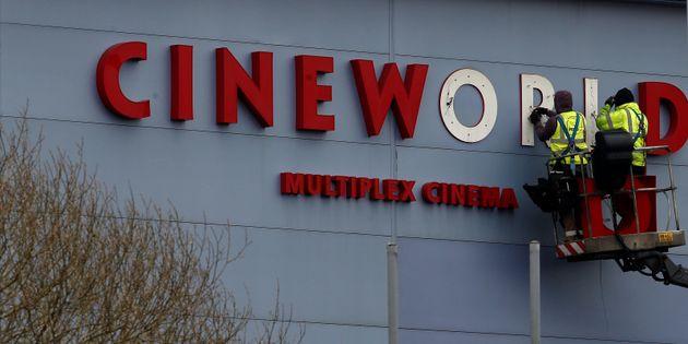 Η Cineworld κλείνει τις αίθουσες σε ΗΠΑ και Βρετανία: Στον «αέρα» 45.000 θέσεις
