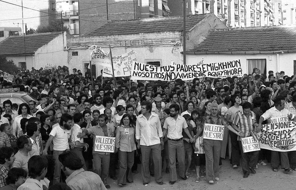 En 1976 varios dirigentes vecinales encabezan una histórica manifestación por la vivienda.