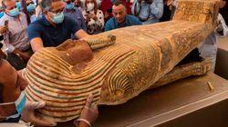 Egito abre sarcófago selado de mais de 2 mil anos em cerimônia