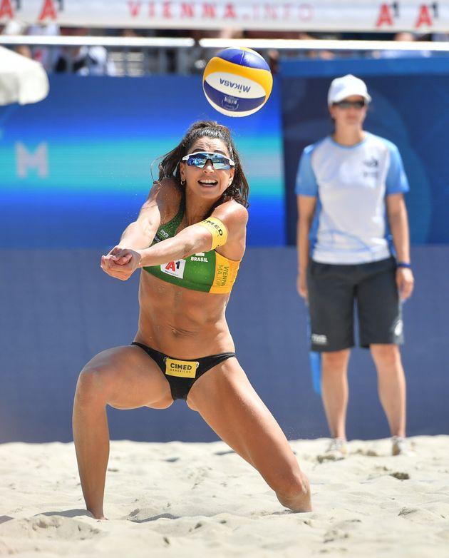 Carol Solberg durante semifinal entre Brasil e República Checa, em competição realizada...