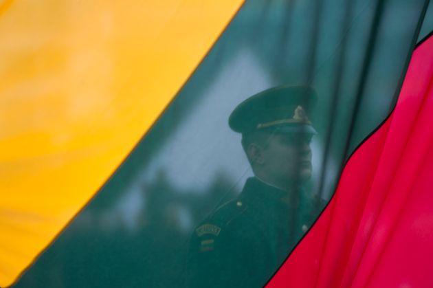 Η Λιθουανία ανακαλεί τον πρέσβη της στη