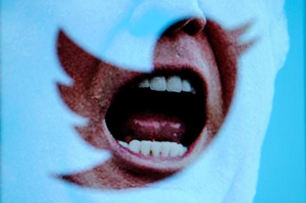 페이스북과 트위터가 도널드 트럼프 미국 대통령이 올린 코로나19 관련 허위정보를 삭제, 숨김
