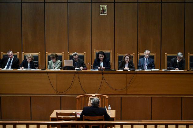 H έδρα του Α' Τριμελές Εφετείο Κακουργημάτων και ο Ν.Μιχαλολιάκος ενώ απολογείται.