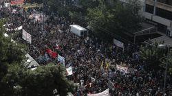 Χιλιάδες πολίτες ενωμένοι σαν μια γροθιά έξω από το Εφετείο για τη δίκη της Χρυσής