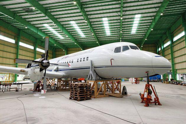 ザ・ヒロサワ・シティで公開準備が進む「YS-11」の量産初号機