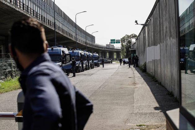 Migranti, ad Agrigento scoppia la rivolta nel centro di