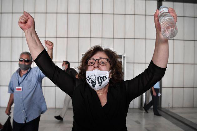 Magda Fyssa, la madre del rapper Pavlos Fyssas, dopo la lettura della