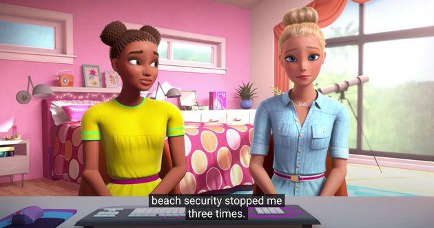 ニッキーは、ビーチで三度警備員に語られたと話す