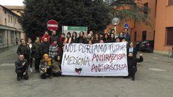 Gli studenti manifestano perché vogliono un luogo per studiare: cosa c'è di più logico e