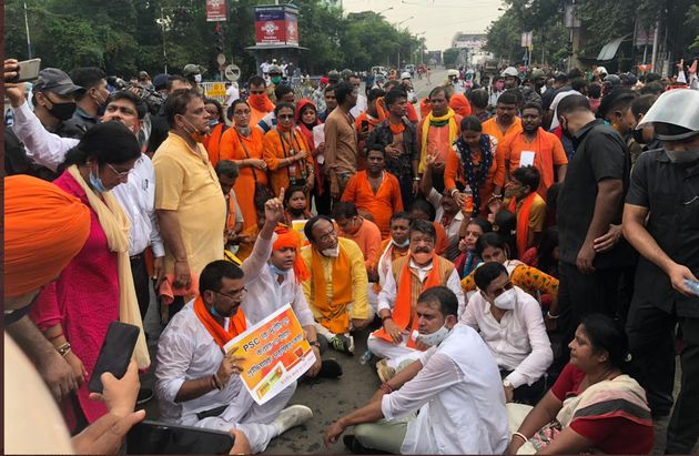 A photo from the BJP protest in West Bengal's Howrah tweeted by BJP leader Kailash