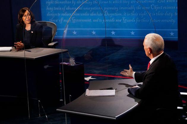 미국 부통령 후보 TV토론에서 마이크 펜스 부통령(공화당)이 민주당 부통령 후보 카말라 해리스 상원의원과 토론을 하고 있다. 2020년