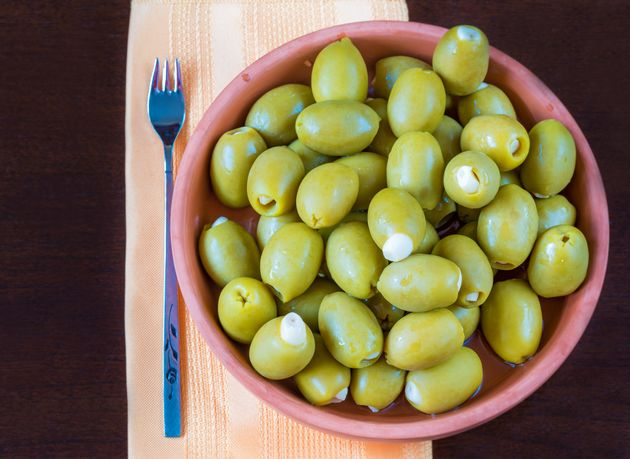 Un plato de aceitunas, quién las