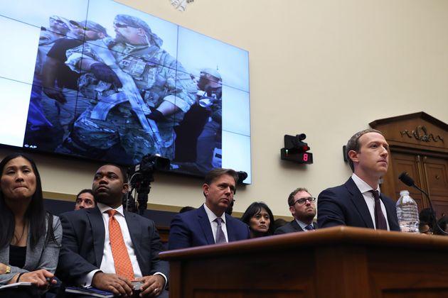 El fundador de Facebook se somete a las preguntas de laComisión de Servicios Financieros...
