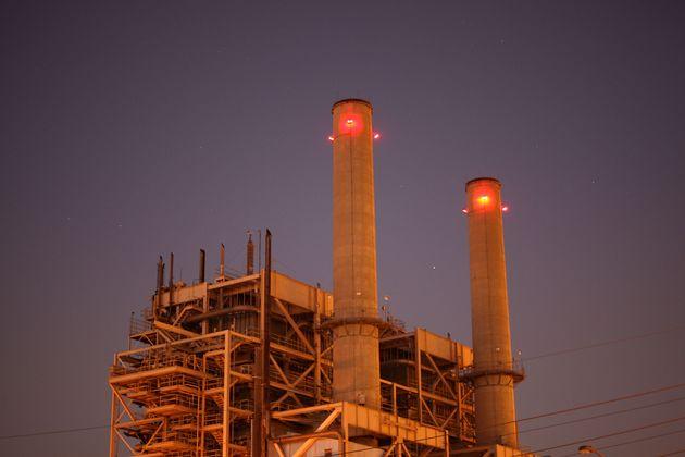 Alamitos Energy Center a gas de AES Corp.en Long Beach es una de las centrales eléctricas más grandes de California.