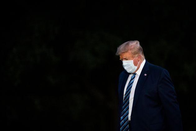 Donald Trump, ici durant son retour à la Maison Blanche après trois jours à l'hôpital,...
