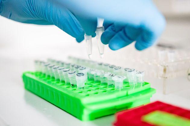 Κορονοϊός: Η χορήγηση ρεμδεσιβίρης μειώνει το χρόνο θεραπείας κατά πέντε